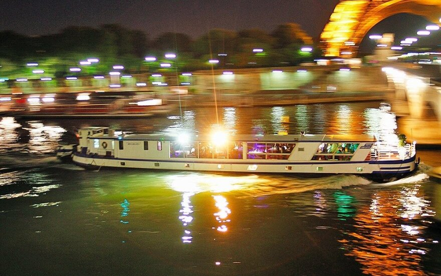 Mergina pakraupo sužinojusi apie išpuolį: per Paryžių plaukė laivu