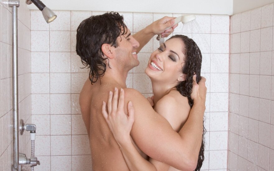 Two naked lesbians Gia Steel and Khole Kush take a shower together № 416729  скачать