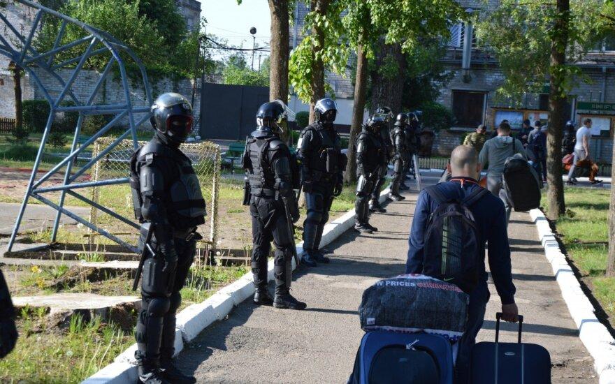 """Pravieniškių """"bachūrai"""" sulaukė palaikymo iš Alytaus kalinių: zonose – maišto nuotaikos"""