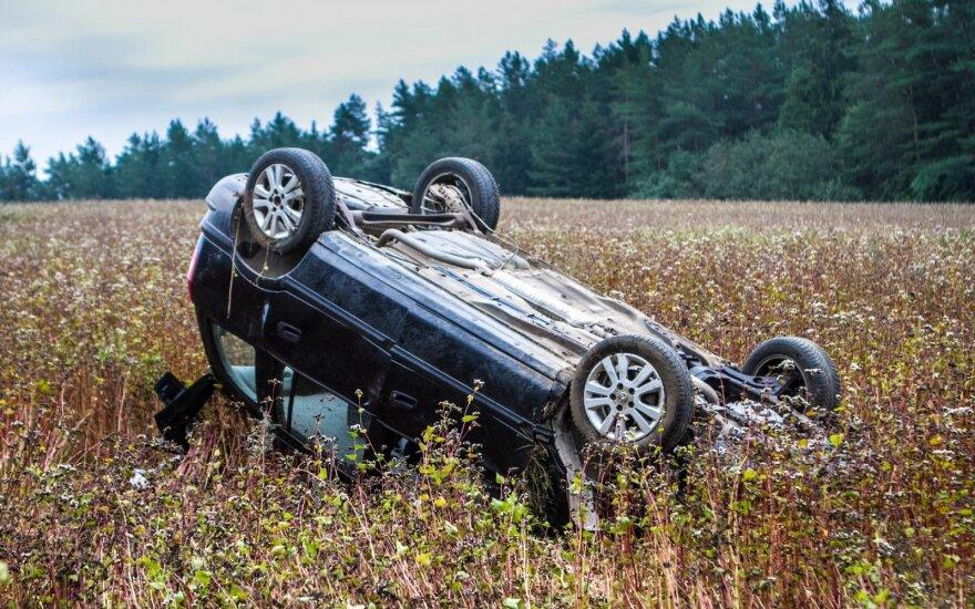 Vilniaus rajone apsivertus automobiliui žuvo žmogus