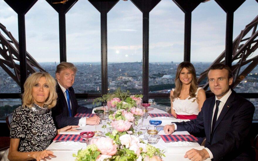 JAV ir Prancūzijos pirmosios poros vakarieniavo Eiffelio bokšto restorane