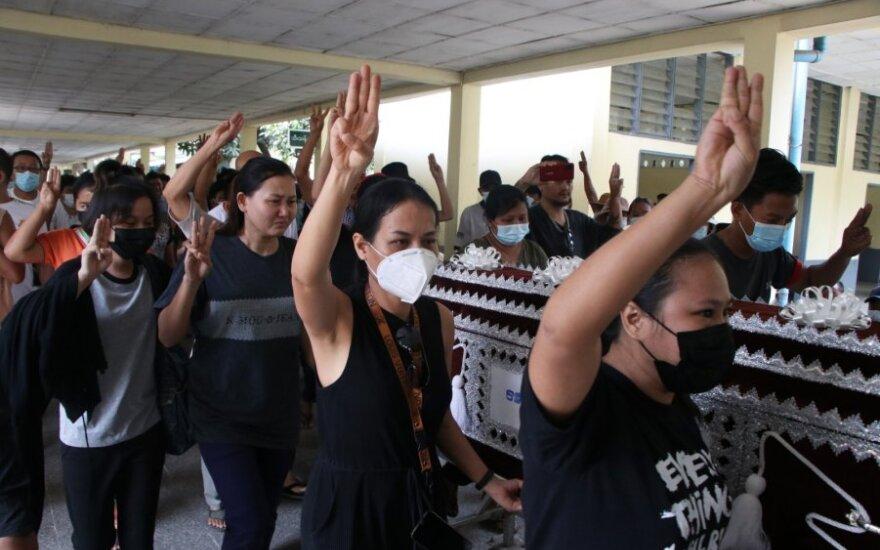 Mianmare nuo vasario pradžios žuvo daugiau kaip 450 žmonių