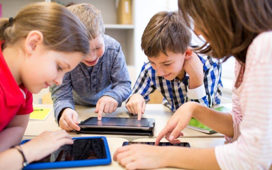 Sunkias vaikų kuprines gali pakeisti naujos technologijos