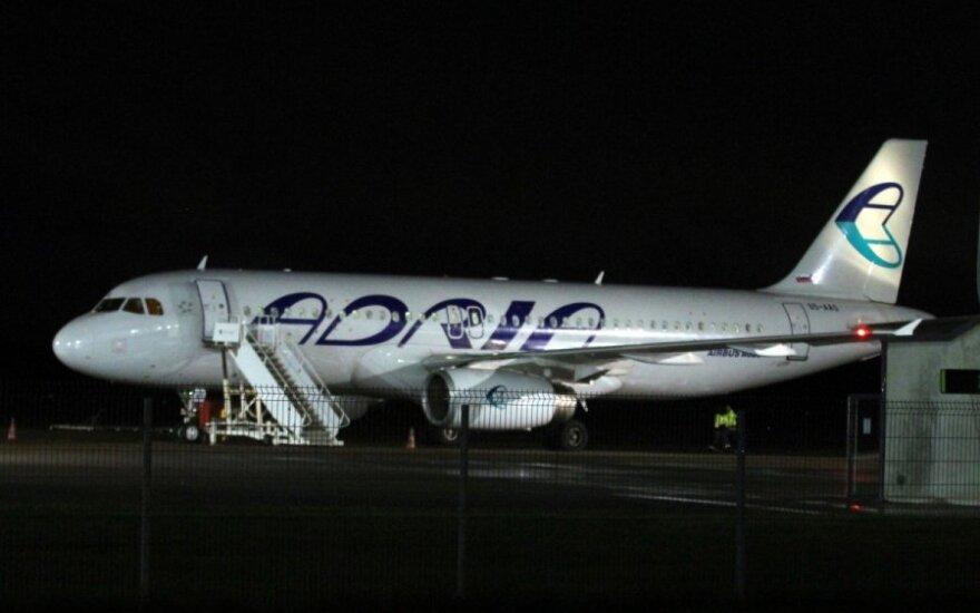 """Slovėnų oro linijų bendrovės """"Adria Airways"""" lėktuvas """"Airbus A320"""""""