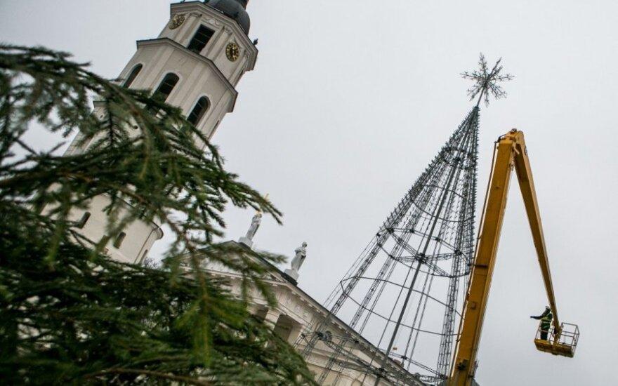 Pirmoji kalėdinė Lietuvos eglė bus įžiebta po uždaru stogu