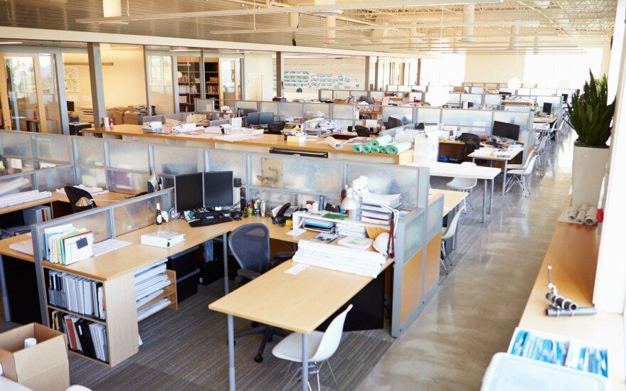 Pandemija keičia darbdavių požiūrį į biurą: derina su nuotoliniu darbu