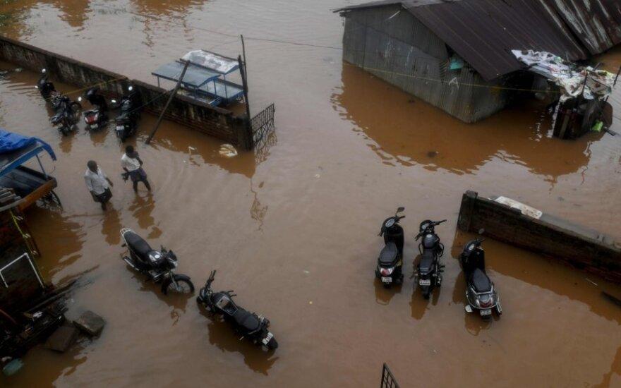"""Pietų Indijoje ciklonas """"Nivar"""" pareikalavo mažiausiai trijų gyvybių"""