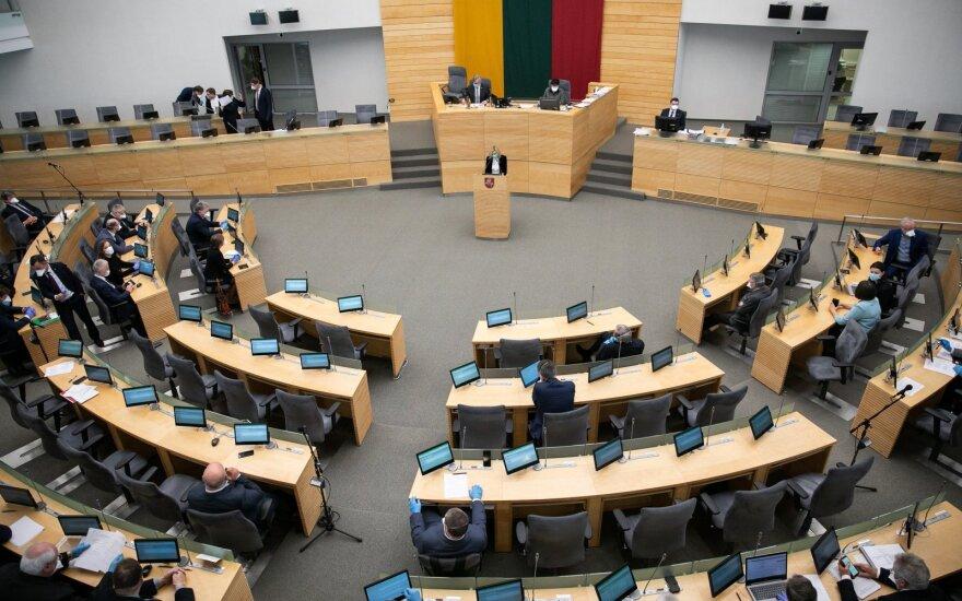 Seimo opozicija siūlo 200 eurų mokėti dalimis nuo birželio