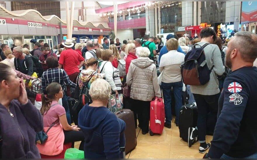Keliautojai įstrigę Egipte