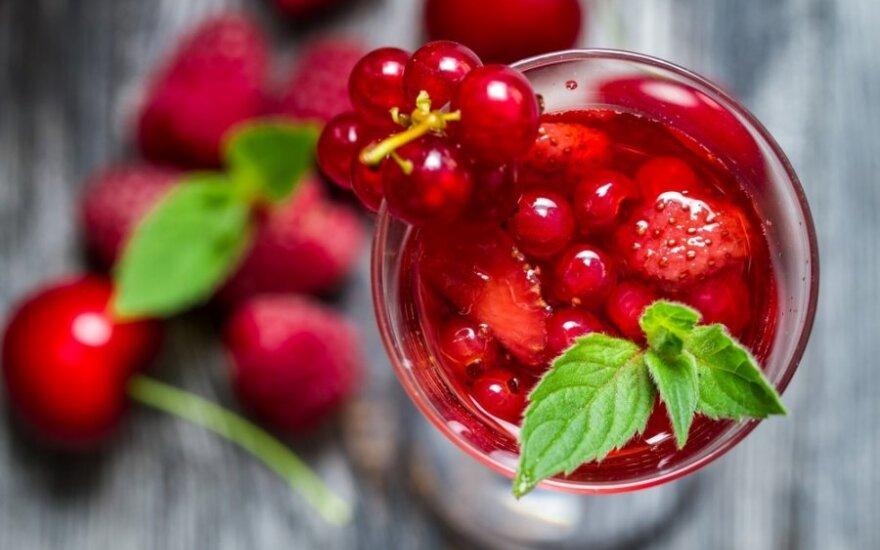 Savaitgalio desertas suaugusiems: šviežios uogos su vynu
