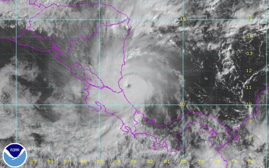 """Uraganas """"Otto"""" susilpnėjo iki tropinės audros"""