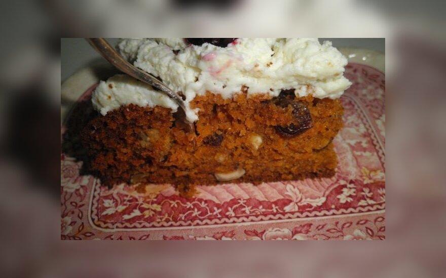 Skaniausias morkų pyragas su graikiškais riešutais