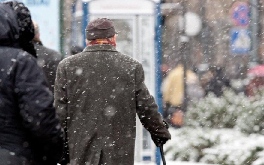 Pensijos didėja – pašalpos mažėja