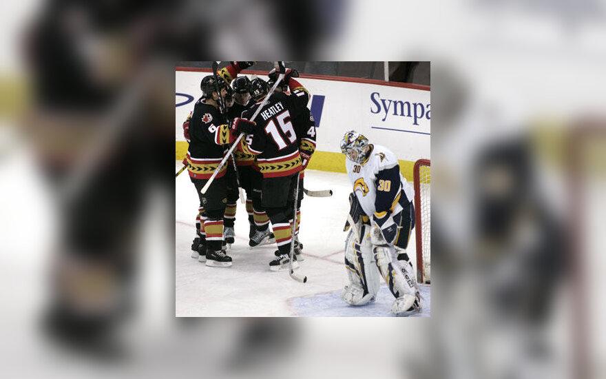 """""""Ottawa Senators"""" ledo ritulininkai džiaugiasi įvarčiu"""