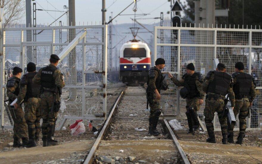 Šiaurės Makedonijos pasienyje sustabdytame sunkvežimyje aptikti 79 paslėpti migrantai