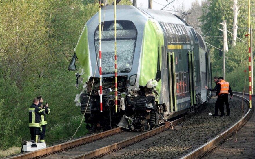 Vokietijoje traukiniui įsirėžus į sunkvežimį sužeisti 12 žmonių