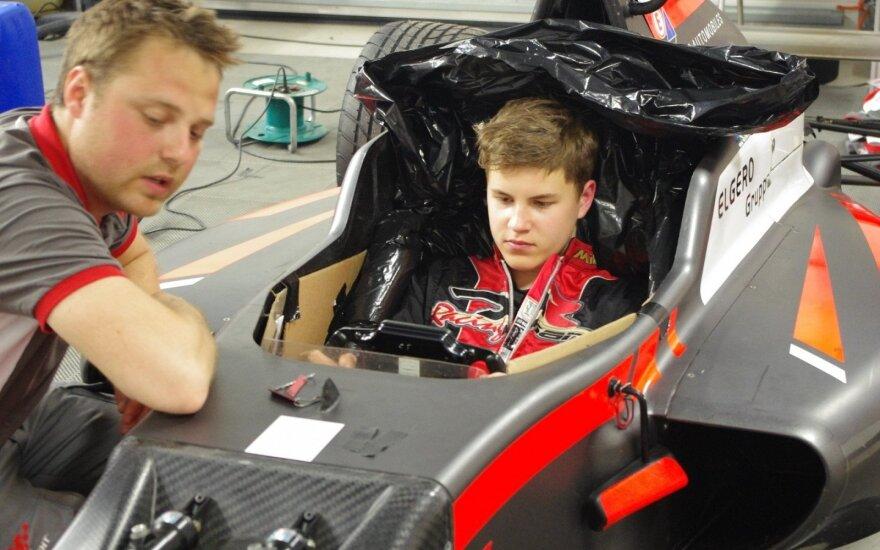 """15-metis J. Jonušis sėdo į """"Formulės-4"""" bolidą"""