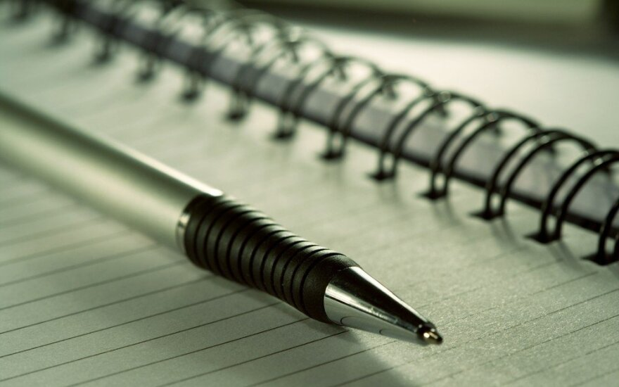 Konfliktas Raseinių r. seniūnijoje: moteris rašikliu dūrė kitai moteriai į nugarą