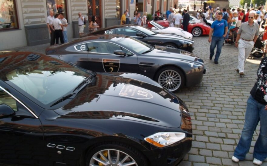 5 tūkst. automobilių savininkai pasinaudojo pasiūlymu važiuoti nemokamai