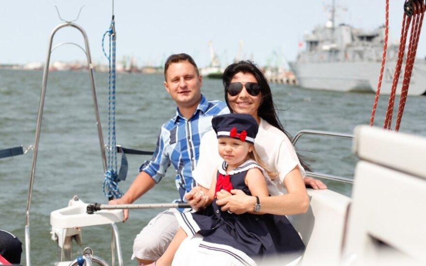 A.Rimiškis su šeima plaukiojo jachta
