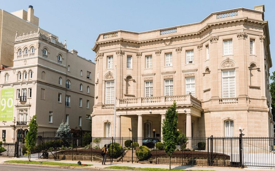 Lithuanian Embassy (left ) and Cuban Mission in Washington   Photo Ludo Segers