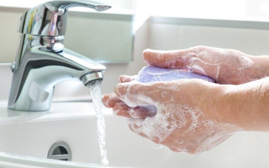 Siaučiant virusams, tik plautis rankų nebeužtenka