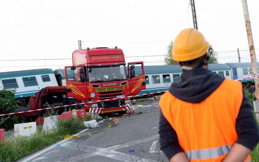 Lithuanian truck driver manages to jump out before train crash in Italy