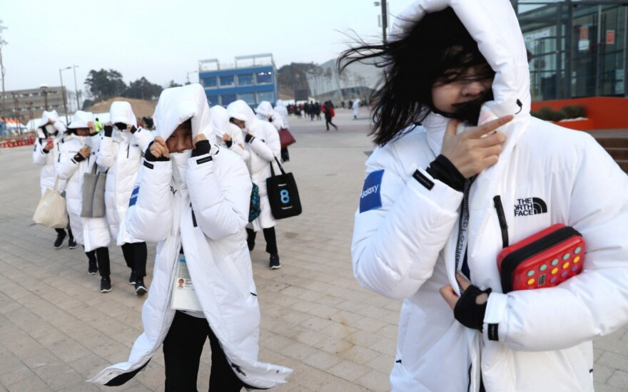 Pjongčango olimpiadoje – tikras chaosas: raginta neiti į lauką