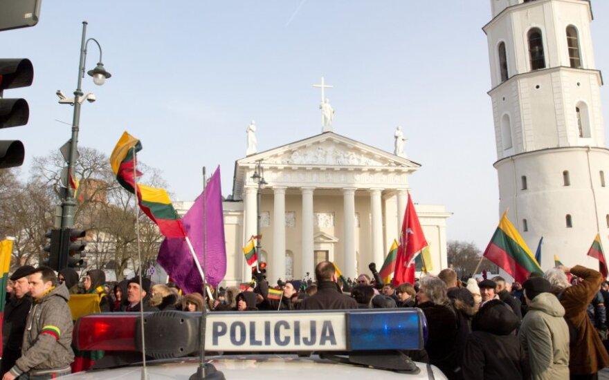 Kaip nacionalistų eitynės, lenkiškos pavardės ir gėjai lemia Lietuvos užsienio politiką