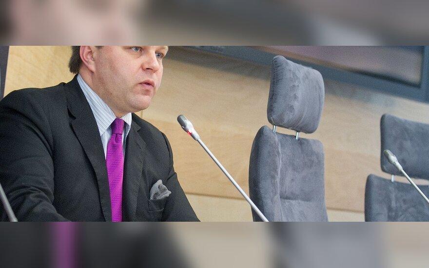 M.Adomėnas Konstitucinį Teismą pavadino teisine chunta