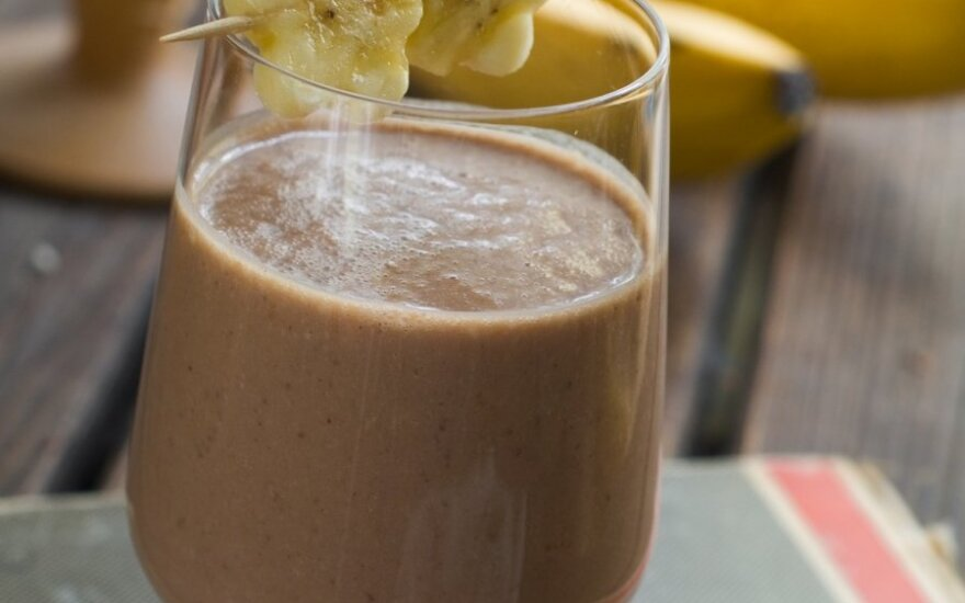 Šokoladinis kokteilis su bananais ir kokoso pienu