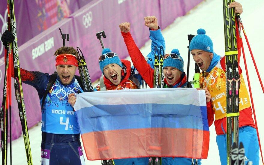 Jevgenijus Ustiugovas (antras iš dešinės)