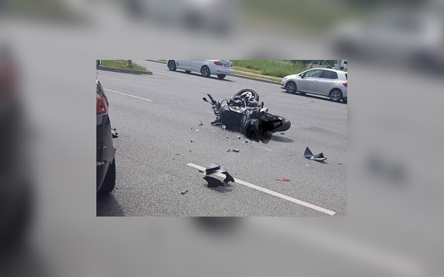 Klaipėdoje, netoli perkėlos, po smūgio į automobilį žuvo motociklininkas