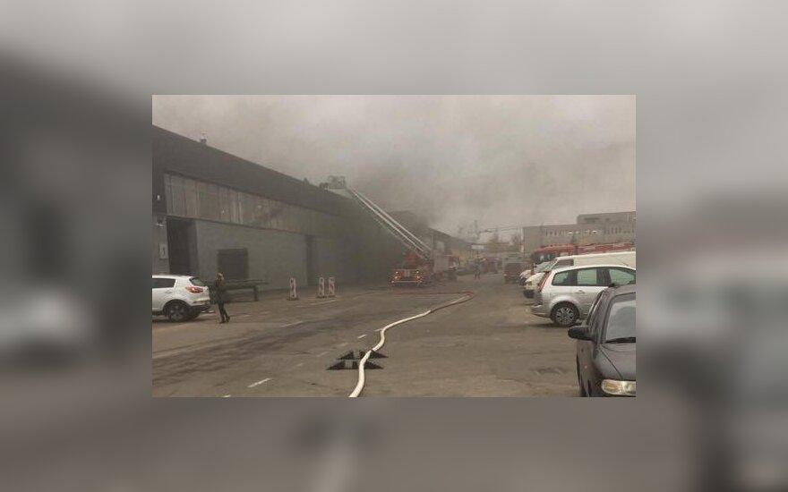 Kaune kilo didelis gaisras – degė sandėliai su buitine technika