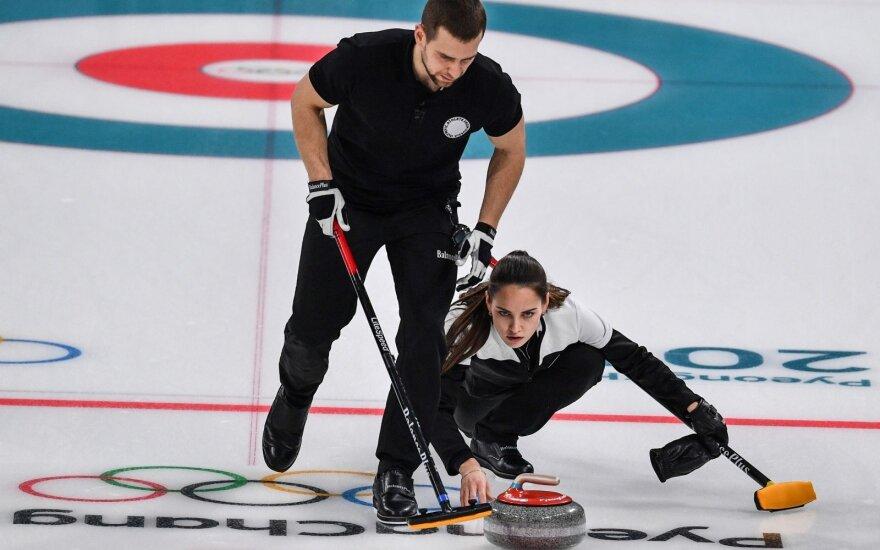 Pjongčango žaidynių akmenslydžio varžybų bronzą iškovojo sutuoktiniai iš Rusijos