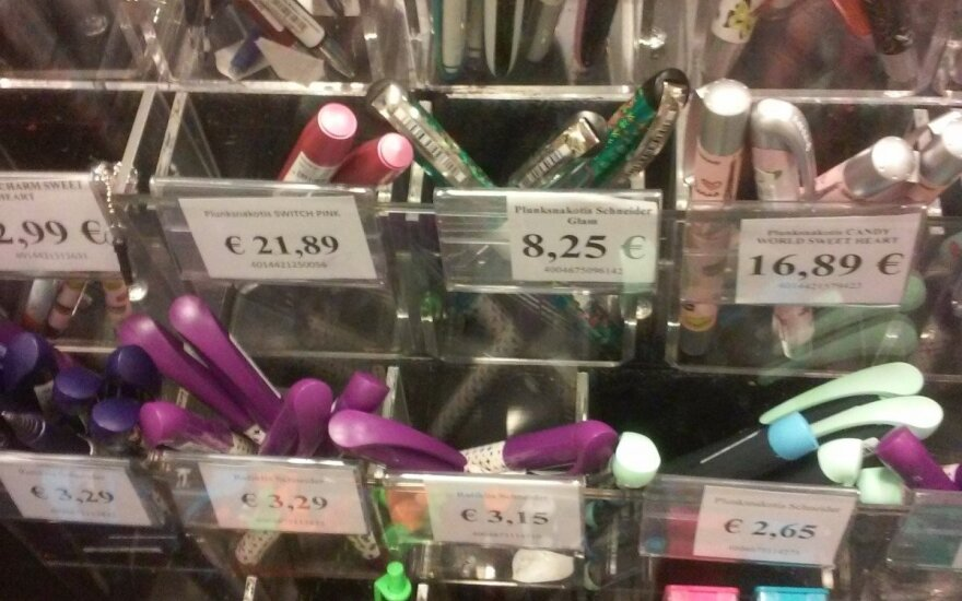Skaitytoją papiktino rašiklių kainos – greitai praeis noras rašyti
