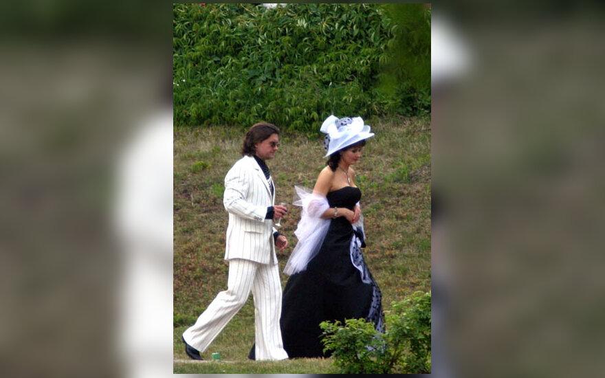 A.Bosas su žmona