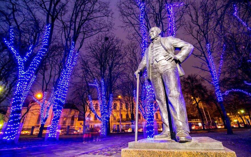 Kaune laukiama dar vieno Kalėdų stebuklo: magiškomis spalvomis nušvis Istorinės prezidentūros sodelis
