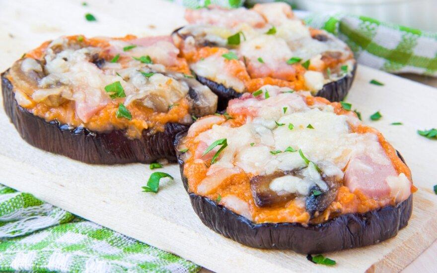 Baklažanų kąsneliai su kumpiu, pievagrybiais ir sūriu