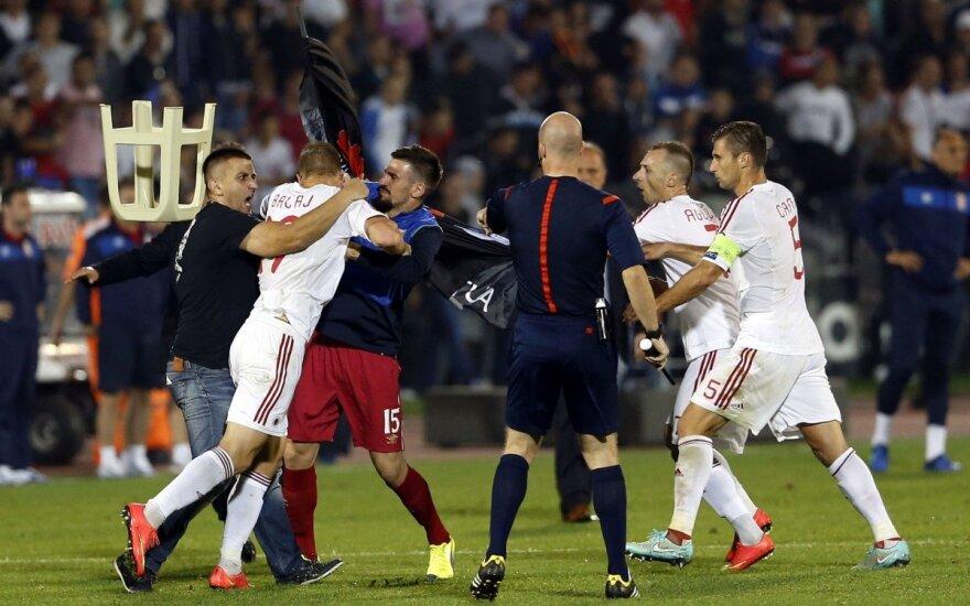 Kilus riaušėms nutrauktos rungtynės tarp Serbijos ir Albanijos rinktinių