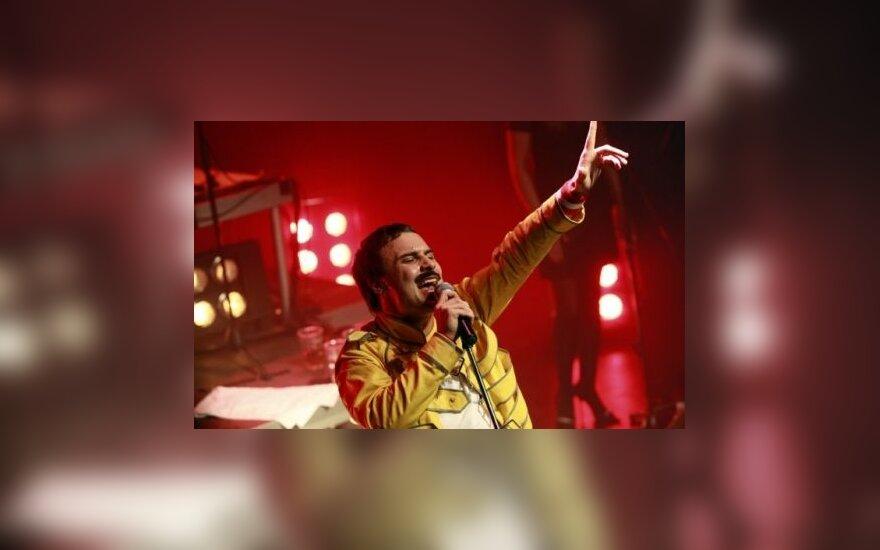 Į Freddie Mercury įsikūnijęs Mantas Jankavičius scenoje pametė ūsus
