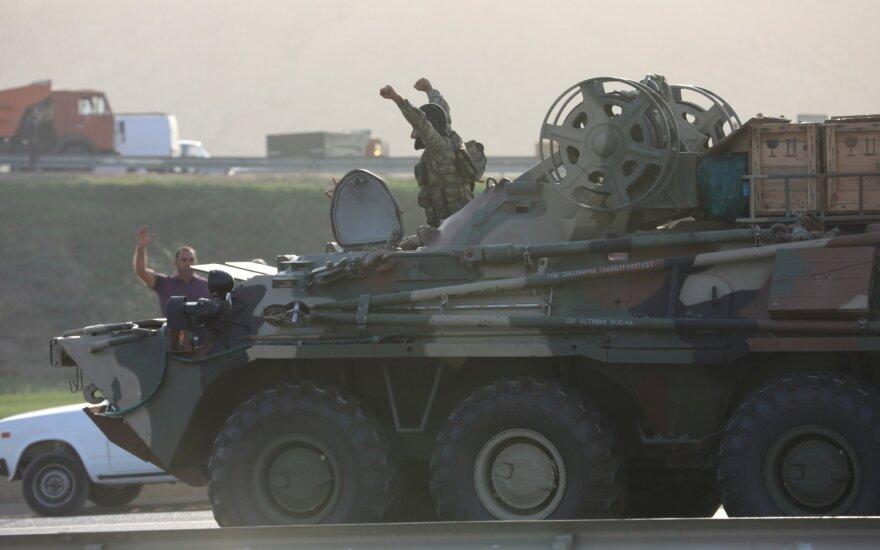 Dėl Kalnų Karabacho tęsiasi susirėmimai, skelbiama apie bombarduojamą Tartaro miestą