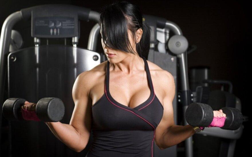 Video pamokėlė: pratimai krūtinės ir rankų raumenims