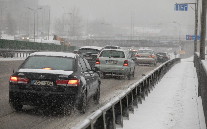 Pūga patikrino vairuotojų įgūdžius: policija kalba apie išaugusį avarijų skaičių