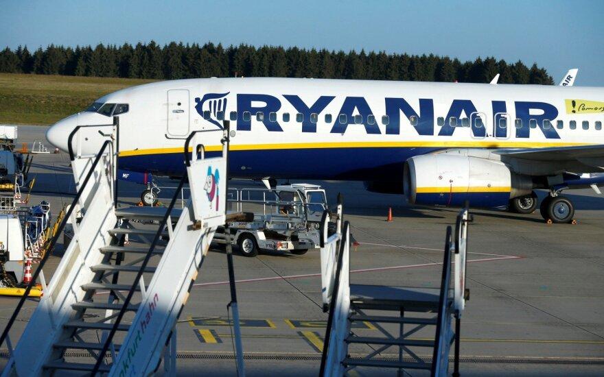"""""""Ryanair"""" streikas pykdo lietuvius: penktadienio ryte netikėtai atšauktas skrydis populiaria kryptimi"""