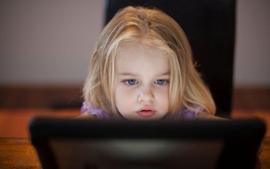 """Mergaitė paniškai išsigando, kai ją """"suvalgė"""" zombis – psichologė patarė, ką daryti"""