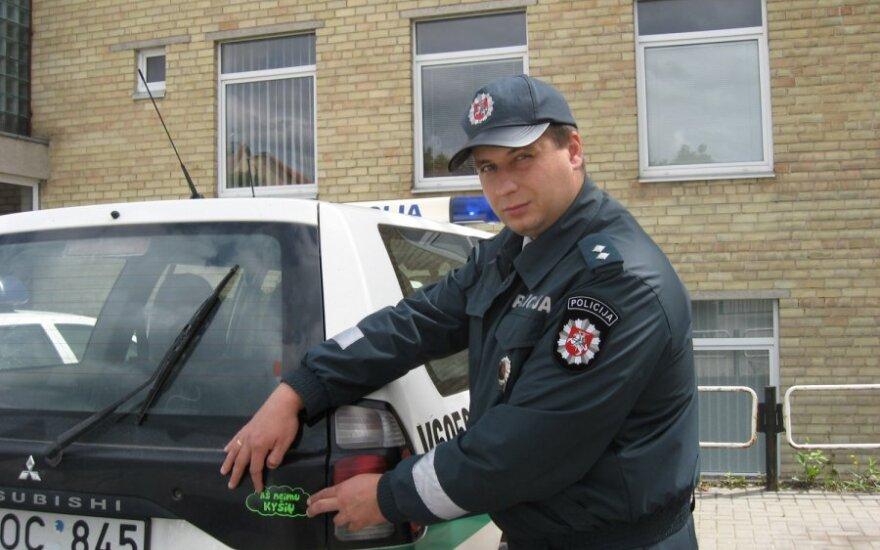 """Ant policijos automobilių – lipdukai """"Aš neimu kyšių"""""""