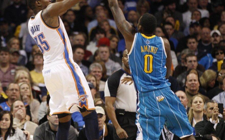 Kevinas Durantas atakuoja krepšį
