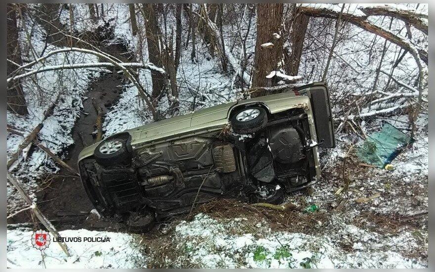 """Ignalinos rajone apvirto automobilis """"Volvo"""": žuvo žmogus"""