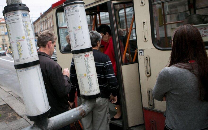 Sostinės transportui norima leisti nestoti dalyje stotelių